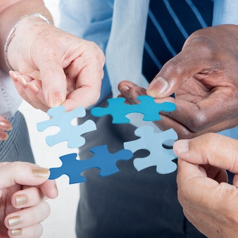 Geschäftsverbindung-gesellschafts-team-puzzle-konzept