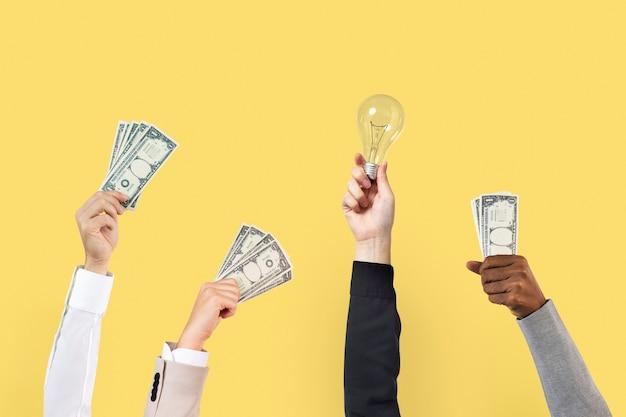 Geschäftsvorschlag bietende hände, die geld halten