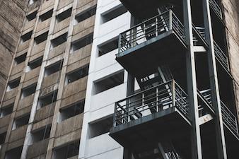Geschäfts-Gebäude im Stadtzentrum gelegenes Konzept