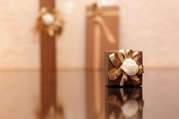 Geschenk auf holztisch