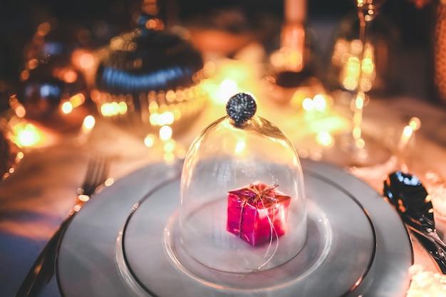 Geschenk innerhalb einer glaskuppel