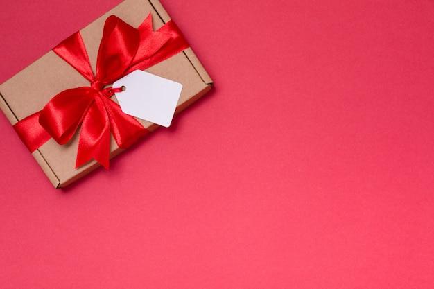 Geschenkband-bandtag des valentinsgrußtag romantischen, rote rosen des nahtlosen roten hintergrundes