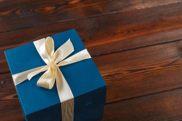 Geschenkbox auf holz