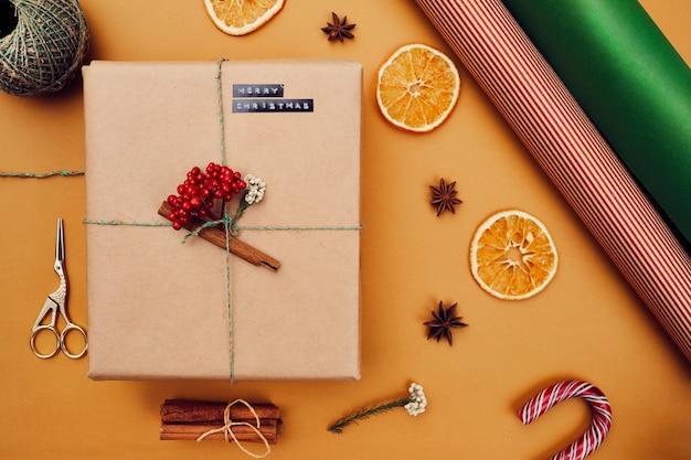 Geschenkbox bereit für weihnachten