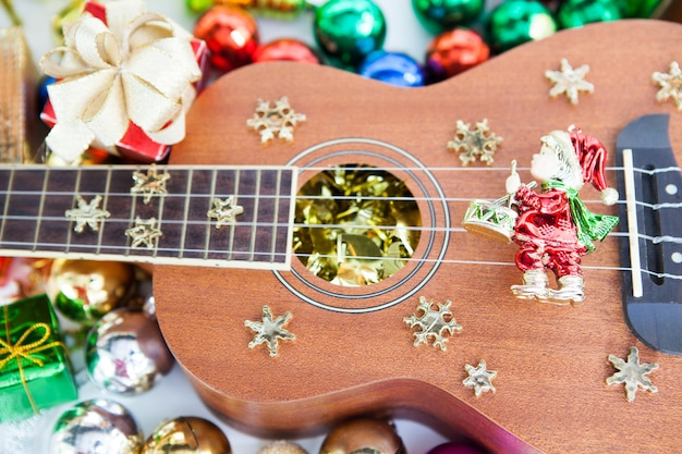 Geschenkbox engel und ukulele spielzeug dekoration.
