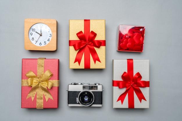 Geschenkbox im konzept des neuen jahres und der feier