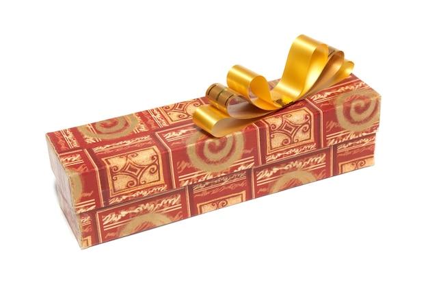 Geschenkbox lokalisiert auf dem weißen hintergrund
