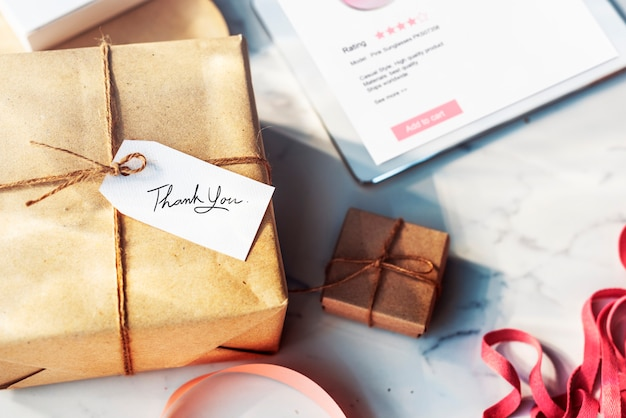 Geschenkbox mit etikettenetikett