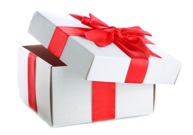 Geschenkbox mit rotem band, isoliert auf weiß
