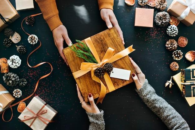 Geschenkbox mit saisonalem winterkonzept