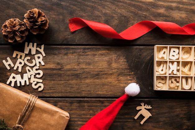 Geschenkbox, schmuckstücke und briefe für den fall