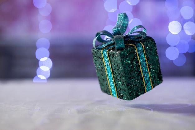 Geschenkbox überraschung mit bogen für weihnachten