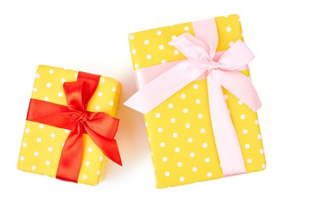 Geschenkboxen in zwei verschiedenen größen.
