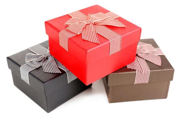 Geschenkboxen isoliert auf weiss