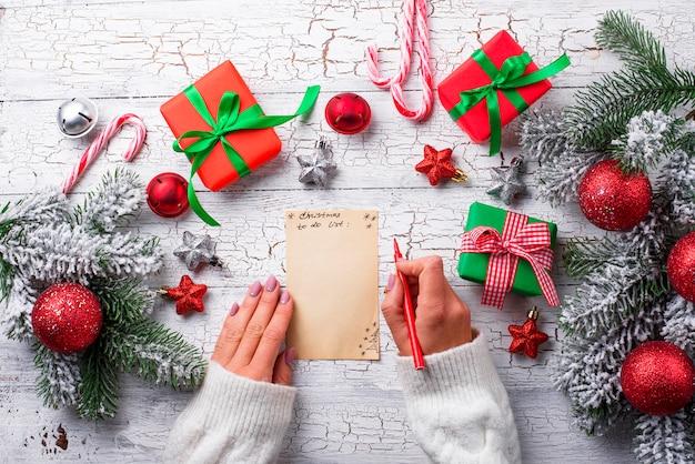 Geschenkboxen und brief an den weihnachtsmann