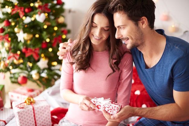 Geschenke für weihnachten von liebenden freund