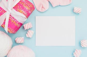 Geschenke für Baby-Dusche und Postkarte