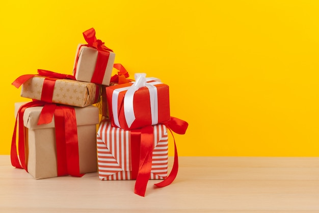 Geschenke mit bändern