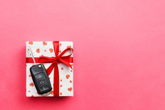 Geschenke mit band und autoschlüssel
