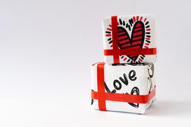 Geschenke mit einem roten band