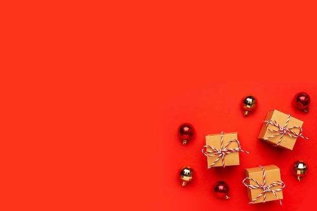 Geschenke und weihnachtsdekoration