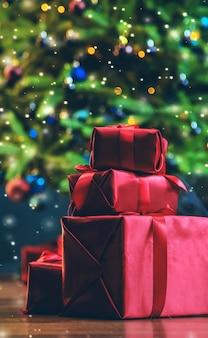 Geschenke unter dem weihnachtsbaum. heilig abend.