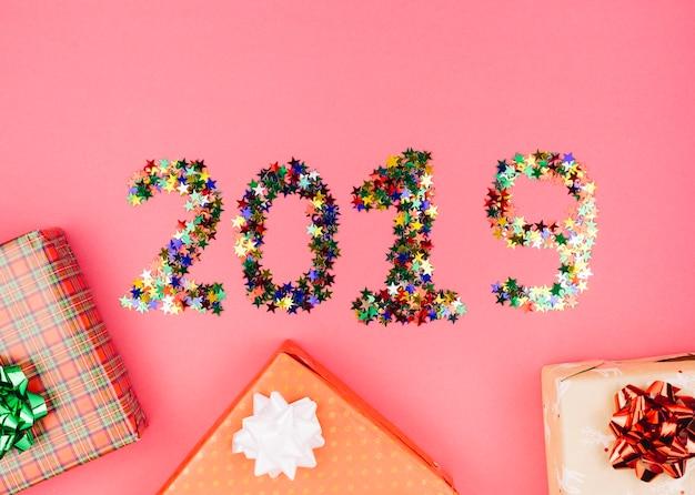 Geschenkschachteln mit inschrift 2019