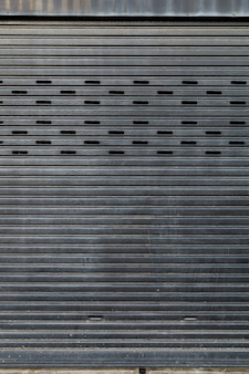 Geschlossene metallplattentür