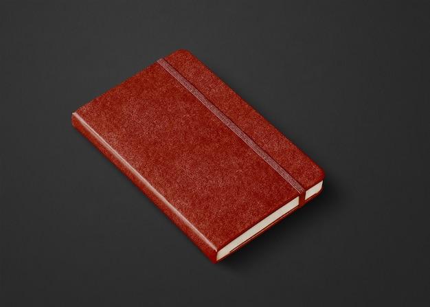 Geschlossenes notebook-modell aus leder isoliert auf schwarz