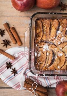 Geschmackvoller kuchen der draufsicht mit zucker