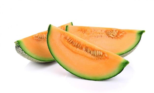 Geschnittene kantalupenmelone lokalisiert