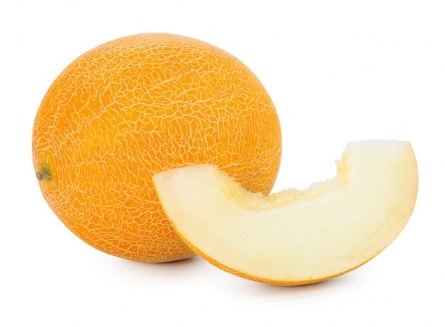 Geschnittene melone getrennt auf weiß