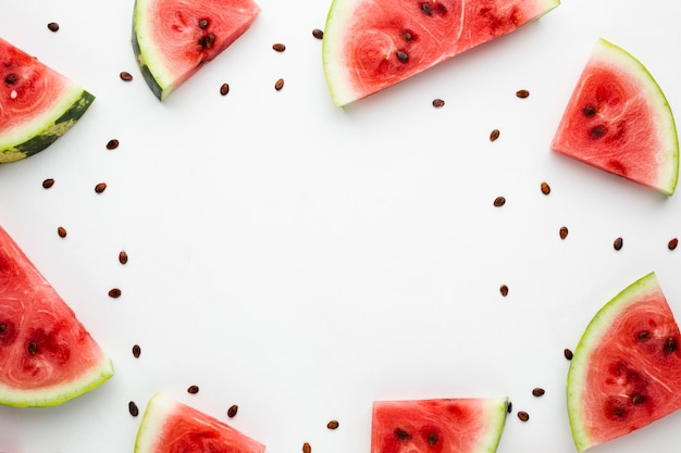 Geschnittene wassermelonenanordnung mit kopienraum
