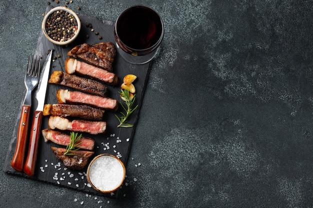 Geschnittenes steak striploin.