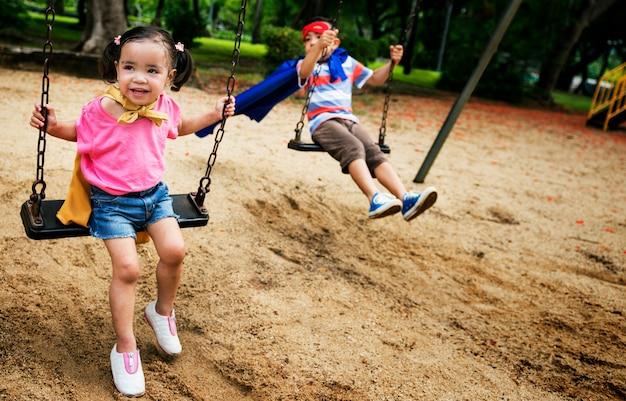 Geschwister dressup playtime park konzept