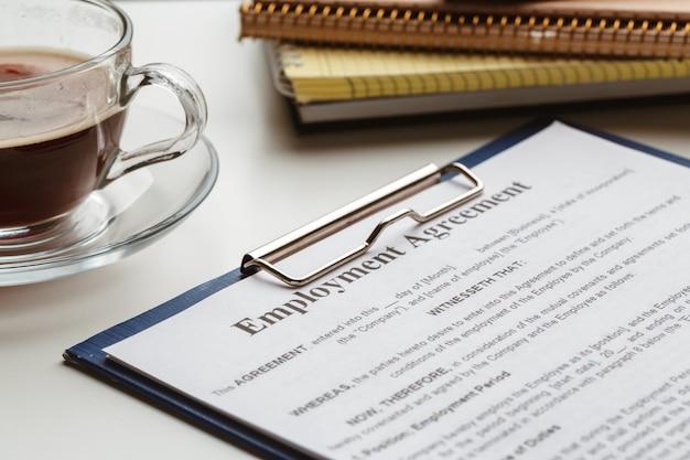 Gesetzliche vertragsunterzeichnung - kauf, verkauf, immobilienvertrag