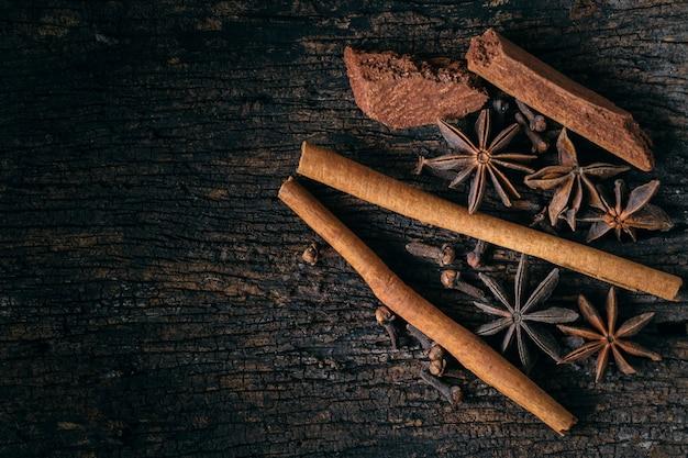 Gesetzte mischung der getrockneten kräutersammlung des trockenen pflanzensamens kräuter für alternativen medizinischen hintergrund der natur