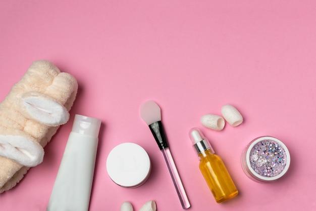 Gesichtsmaske, creme, serum, silikonspatel, hasenstirnband