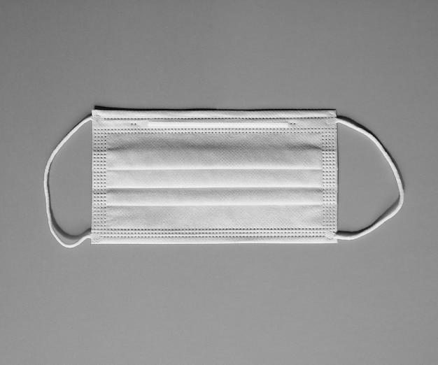Gesichtsmaske für atemwegserkrankungen in schwarzweiß