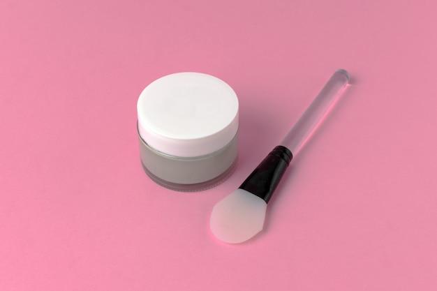 Gesichtsmaske mit draufsicht der silikonspachtel