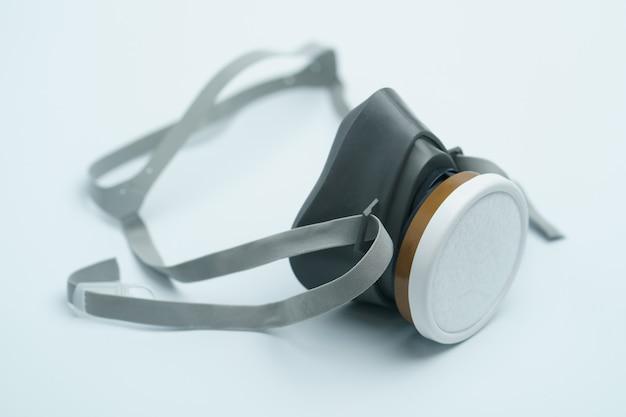 Gesichtsmaske oder schützende raspiratorische maske zur verbreitung von viren.