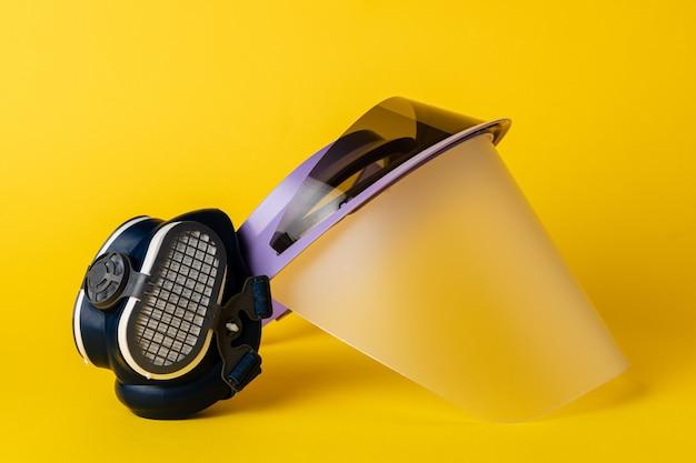 Gesichtsschutz und medizinische gesichtsmasken. schutz vor coronavirus-konzept