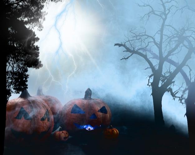 Gespenstischer halloween-kürbis am nebeligen dunklen wald mit blitz