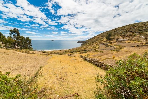Gestalten sie auf insel des sun, titicaca see, bolivien landschaftlich