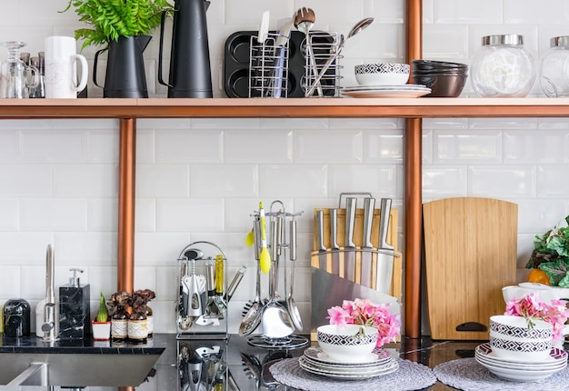 Gestaltung einer modernen wohnküche im loft-stil.