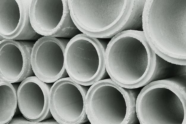 Gestapelt von betonabflussrohren