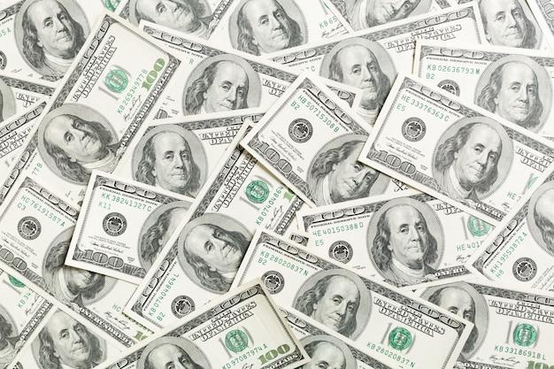 Gestapelte amerikanische hundert dollar