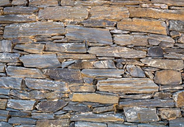 Gestapelte steinmauer