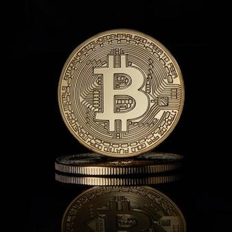 Gestapeltes goldenes bitcoin-kryptowährungs-btc-währungstechnologie-geschäfts-internet-konzept