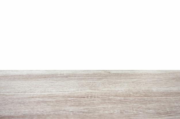 Gestreifte hölzerne graue tischplatte auf weißem hintergrund. montieren sie ihr produkt